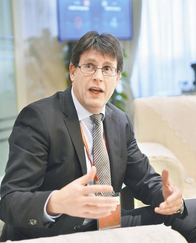 托马斯连任国际乒联主席 未来四年都是他执政